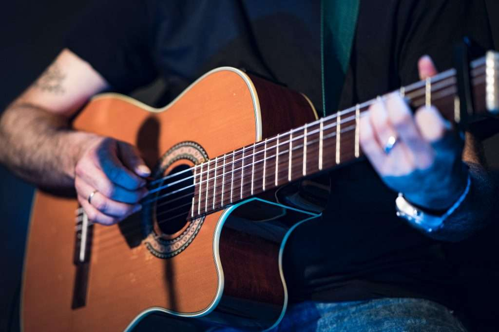 Correct hand position for fingerstyle guitar prevents bad habits